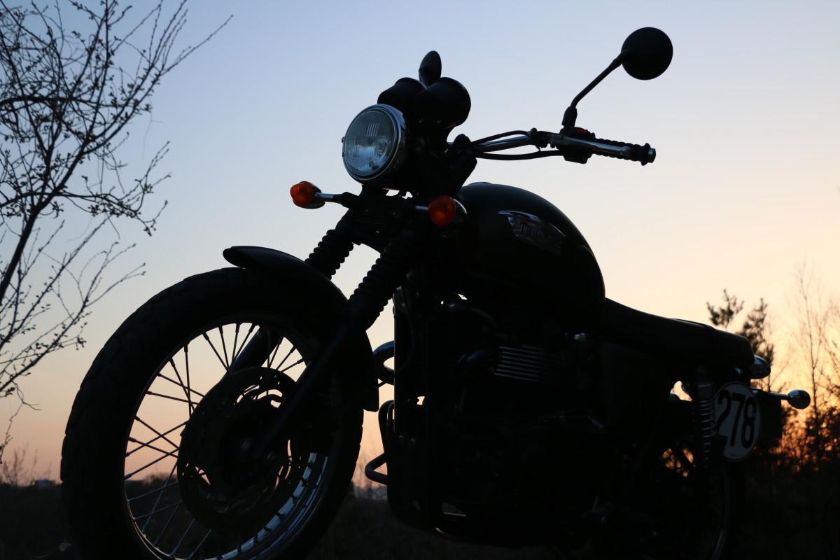 旅バイク スクランブラー