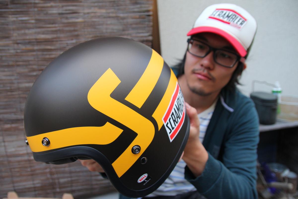 ドゥカティ スクランブラーヘルメットとヤマライダー