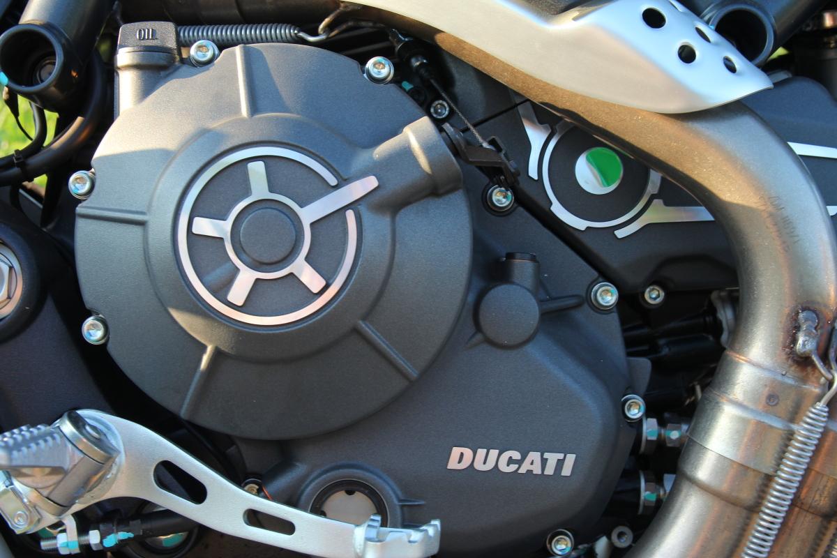 ドゥカティスクランブラー エンジン