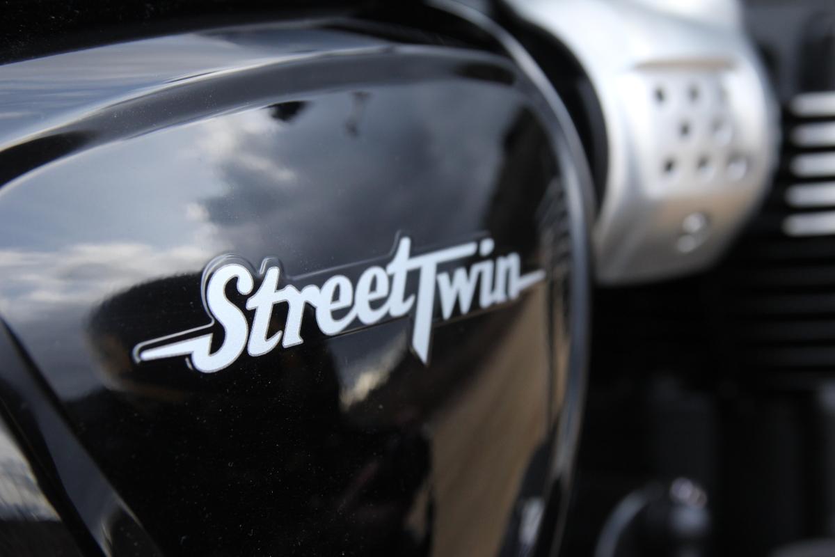 トライアンフ ストリートツイン ロゴ