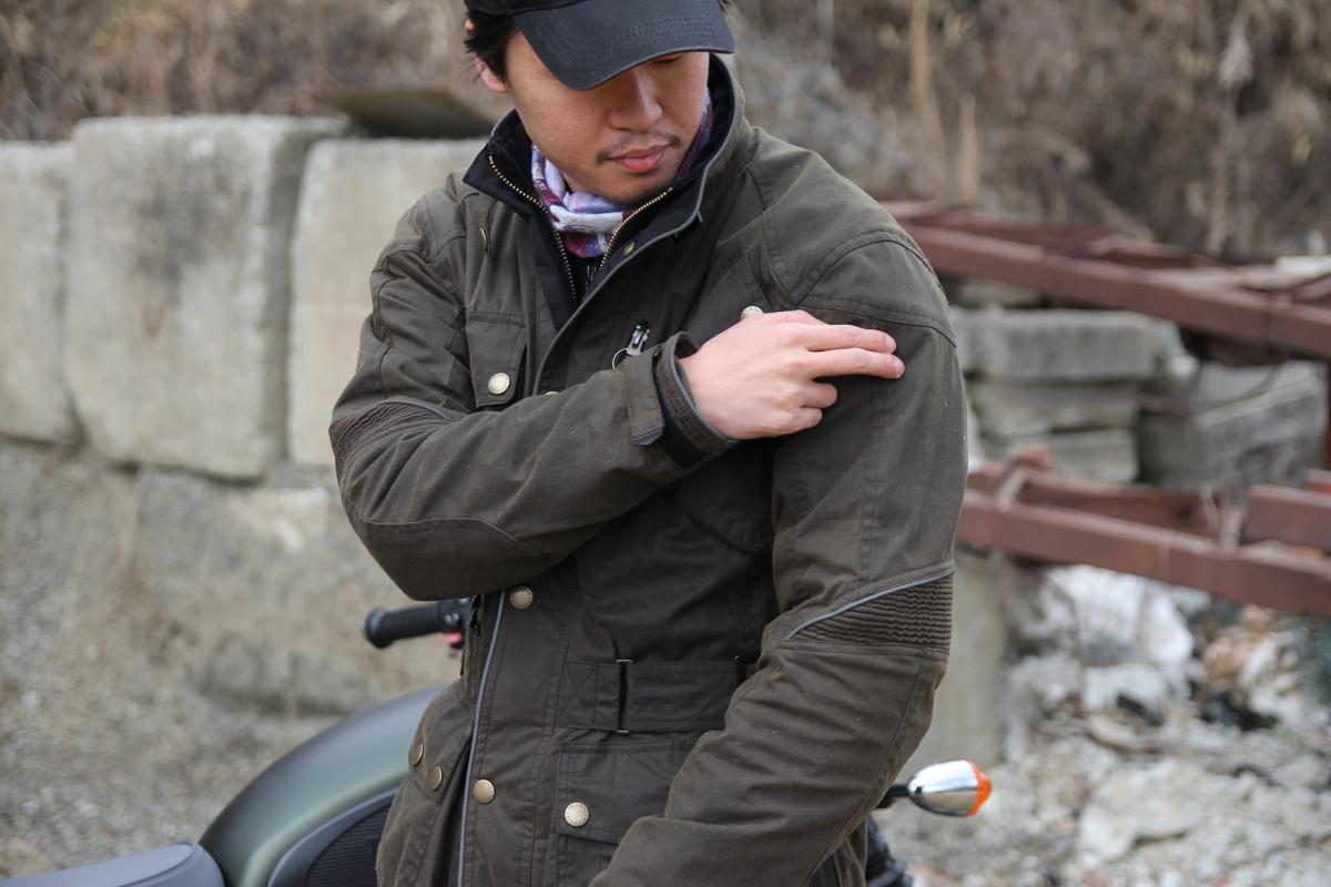 トライアンフジャケットのプロテクター肩