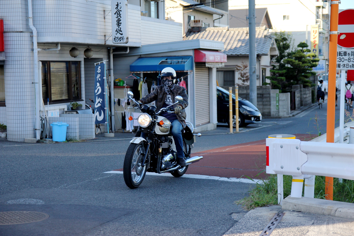 広島ボンネビルT100